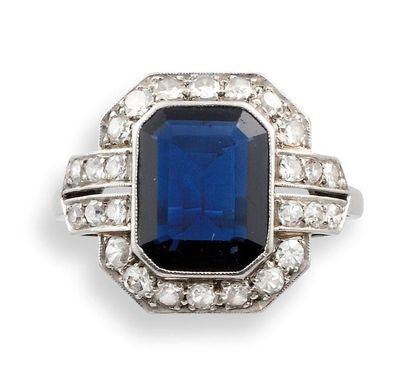 BAGUE Art Déco  en platine, saphir et diamants,...
