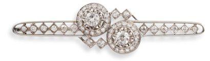 BROCHE BARRETTE Art Déco  en platine, or gris 750 millièmes et diamants, dessinée...