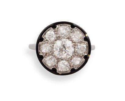 Georges MAUBOUSSIN  BAGUE Art Déco  en platine, diamants et émail noir, le chaton...