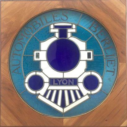 """Vitrail Berliet""  Vitrail reprenant l'emblème de la locomotive, symbole de la marque...."