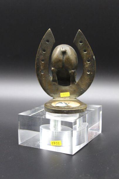 """Cochon Porte-Bonheur""  Mascotte signée H.Payen ( Henri Payen, XX ème). Bronze argenté...."