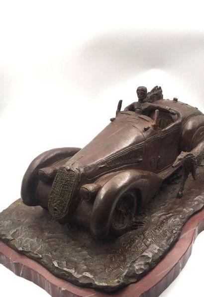 """Bernard de SOUZY ( né en 1945) """"Symbolic"""" Bronze représentant une Alfa Roméo acompagné..."""