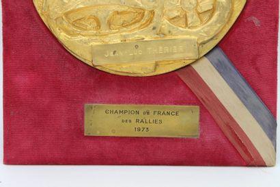 Plaque : « Champion de France des Rallyes 1973, Jean Luc Thérier »  Grande Plaque...