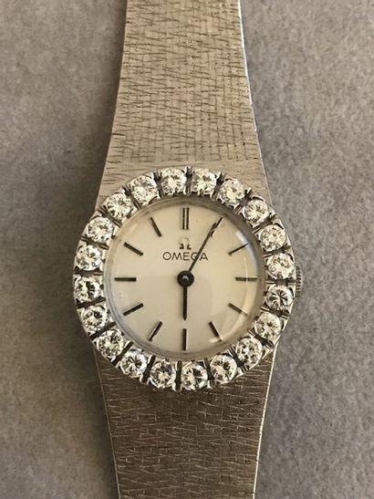 OMEGA  Bracelet montre de femme en or blanc...