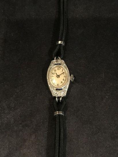 MONTRE BARCELET DE DAME ART-DECO  Montre bracelet de dame en platine et diamants....