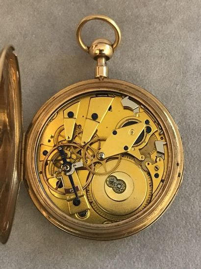 MONTRE SAVONNETTE  Montre Savonnette en or jaune (750)  Cuvettes à décors guillochés...