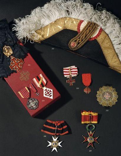 VATICAN Ensemble de trois décorations comprenant...