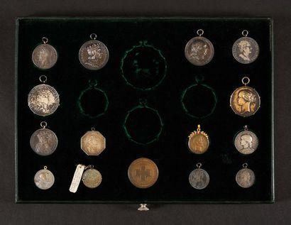 Plateau de 15 médailles : - Charles X. 1825....