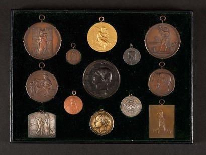 Plateau de 13 médailles : -Restauration de...