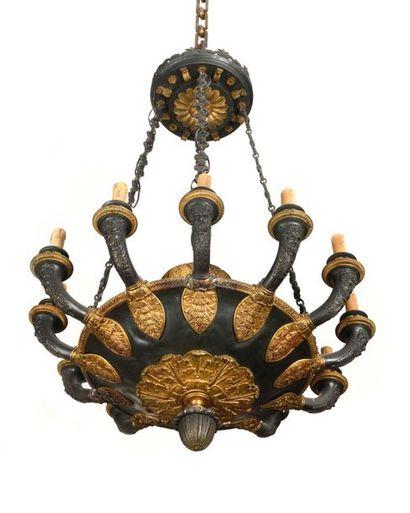 Lustre en forme de lampe antique en tôle...