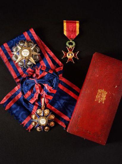 VATICAN ORDRE DE PIE IX, créé en 1847. Ensemble...