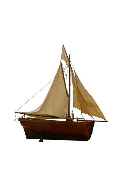 Une maquette de bateau en bois. Haut. 75...