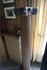 COLONNE ionique en bois sculpté. XIXe siècle...