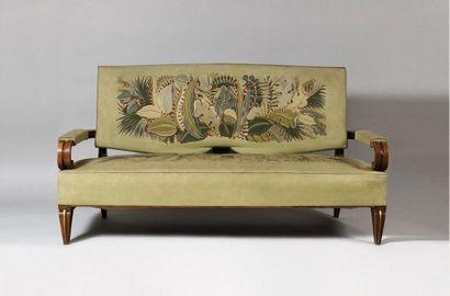 Jacques dit JAQUE KLEIN (1897 - 1955) Mobilier de salon comprenant un large canapé...