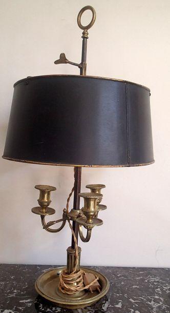 LAMPE BOUILLOTTE en bronze à trois bras de...