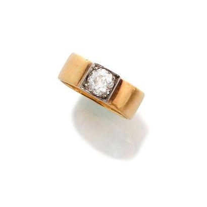 BAGUE or jaune 750 millièmes et diamant,...
