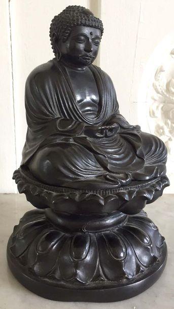 JAPON Bouddha en bronze à patine brune assis...