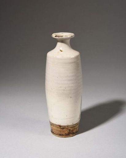 JAPON Vase de forme balustre en grès émaillé...