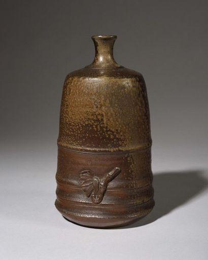 JAPON BIZEN : Bouteille à saké en grès de...