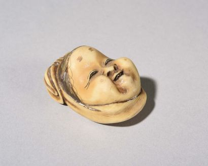 JAPON : Beau et rare netsuké en ivoire sculpté...