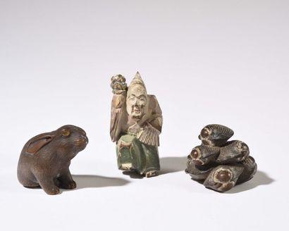 JAPON : Trois figurines okimonos en bois...