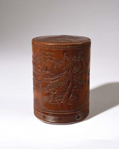JAPON : Boite couverte cylindrique à décor...