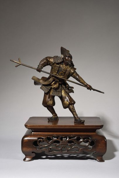 JAPON Beau et rare bronze Miyao représentant un samourai harnaché d'une cuirasse...