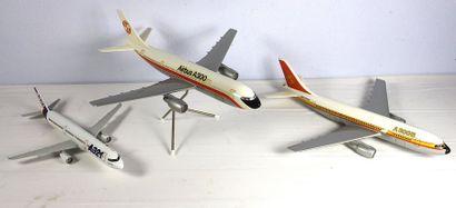 3 Maquettes - AIRBUS    3 Maquettes constructeur...