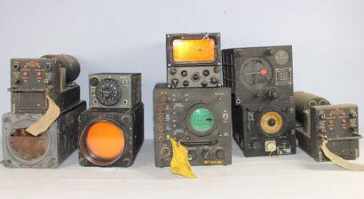 Appareils anciens de radio et de navigation...