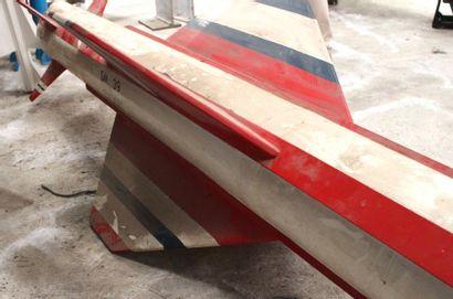 Maquette - MISSILE EXOCET    Grande maquette en bois et métal d'un missile EXOCET...
