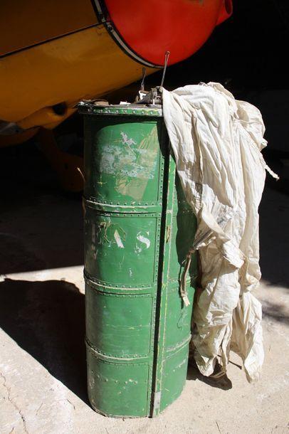 Container de parachute -CARAVELLE    Container de parachute de queue de Caravelle...