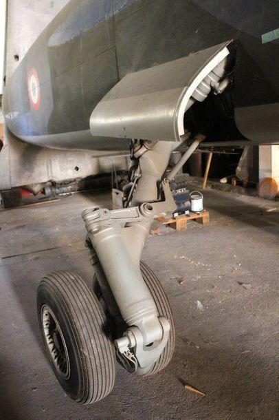 MAQUETTE- MIRAGE F1    Exceptionelle maquette du Mirage F1 à l'echelle 1 en bois...