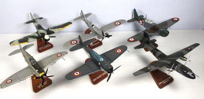 Six maquettes - Lot n° 2    Six maquettes...