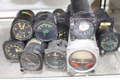 Instruments de bord - Lot n°3    16 Instruments...