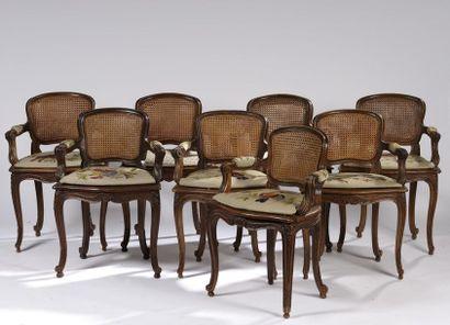 Suite de huit fauteuils cannés à dossier...