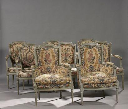 Suite de six fauteuils et deux bergères à...
