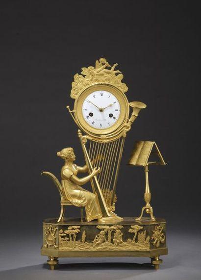 Pendule à la harpiste en bronze ciselé et...