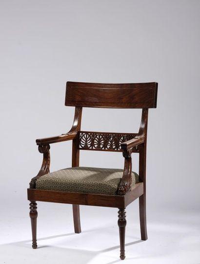 Suite de six fauteuils à dossier bandeau...