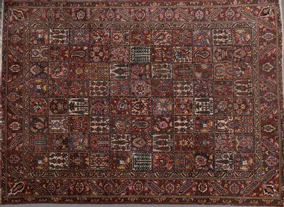 Important tapis Baktiar en velours de laine...