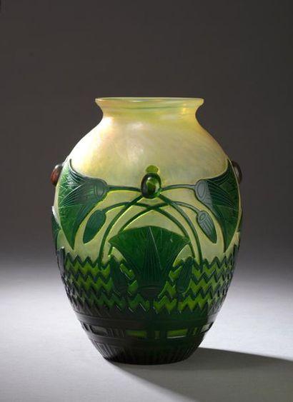 ÉTABLISSEMENTS GALLÉ. Vase de forme ovoïde...