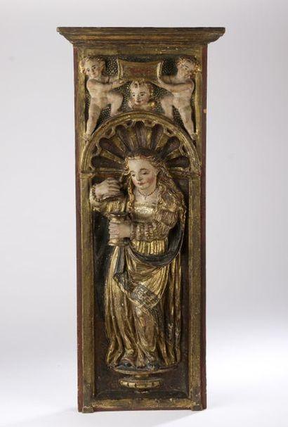Paire de panneaux en bois sculpté en fort relief, polychromé et doré représentant...
