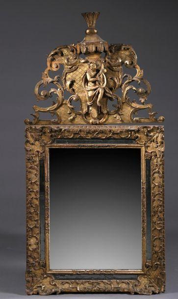 Important miroir à parcloses en bois sculpté,...