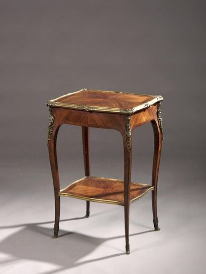 Petite table de salon en placage de palissandre...
