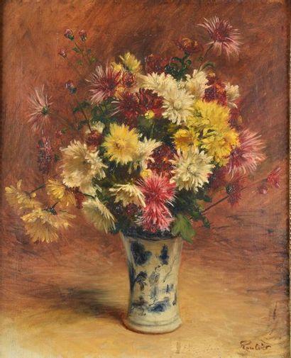 ROULLIER (XXème siècle). Bouquet de chrysanthèmes dans un vase. Huile sur toile...