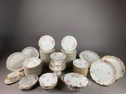 Partie de service de table en porcelaine...