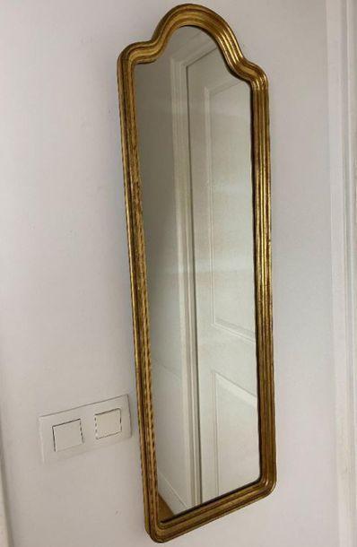 Deux miroirs.  Haut. : 100 cm - Larg. : 30,5...