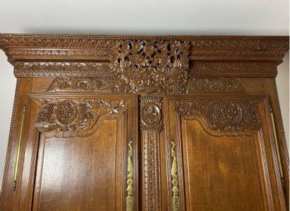 Armoire de mariage en chêne.  Cherbourg, XIXe siècle.  Haut. : 226 cm - Larg. :...
