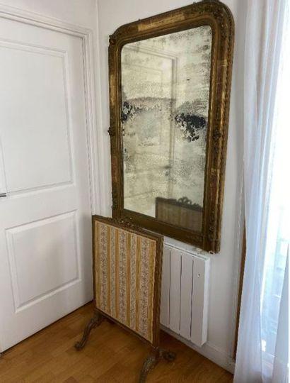 Miroir de cheminée.  XIXe siècle.  Haut....