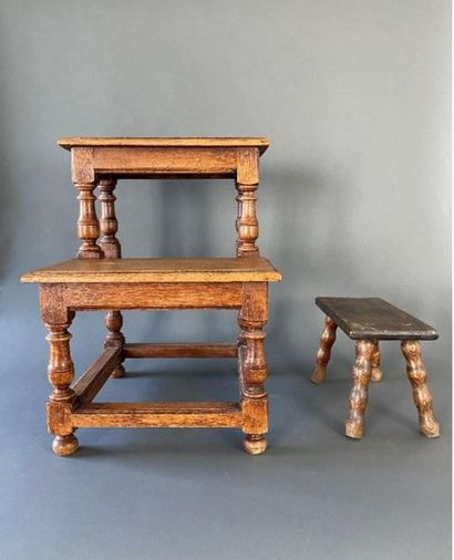 Ensemble de petits meubles comprenant :  ...