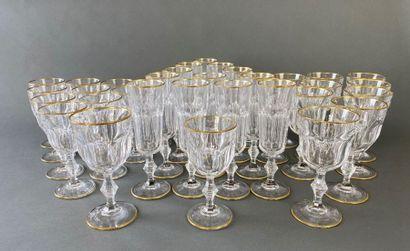 Ensemble de verres en cristal de Paris dans...